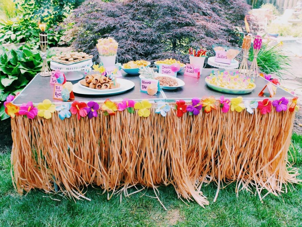 Стол для гавайской вечеринки PartyToday.ru