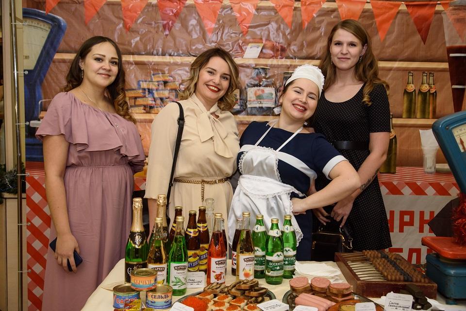 Подходящие образы для вечеринки в стиле СССР от PartyToday.ru