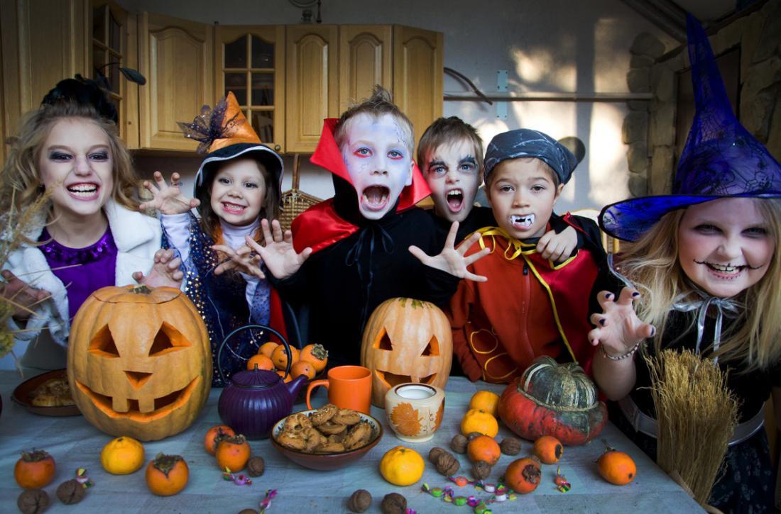 Украшение стола на хэллоуин вечеринку для детей от PartyToday.ru